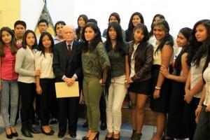 Carlos Fernandez Sessarego y alumnos