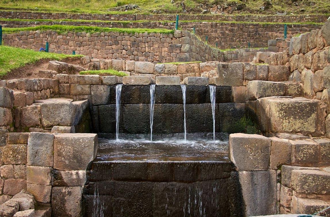 Antiguos surtidores de Agua en Tipón, Perú