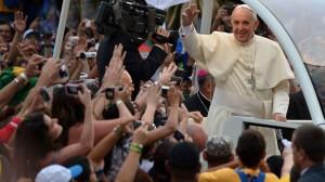 imagenes-recibimiento-Papa-Francisco-Brasil_TINIMA20130722_1009_5