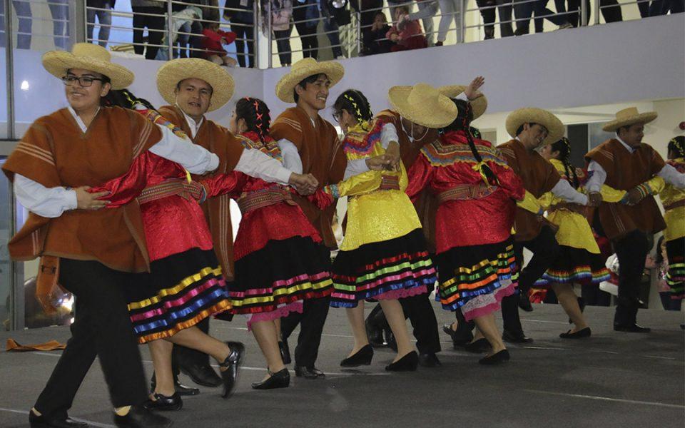 Danzas andinas representadas por los docentes de los colegios parroquiales Cristo Rey de la Esperanza, y Papa Francisco, de Trujillo.