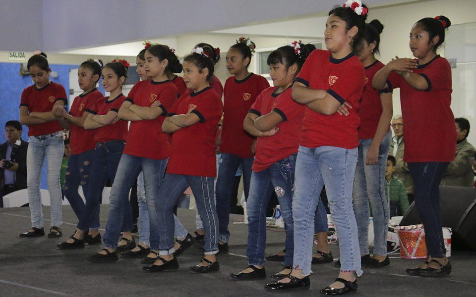 Alumnos de los colegios parroquiales Cristo Rey de la Esperanza, y Papa Francisco, de Trujillo.