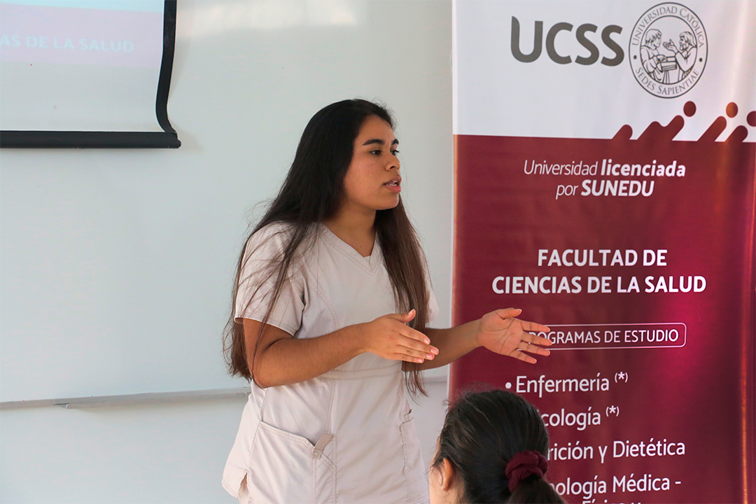 Estudiante Andrea Lumbre fue becada por el Colegio de Nutricionistas del Perú (CNP)