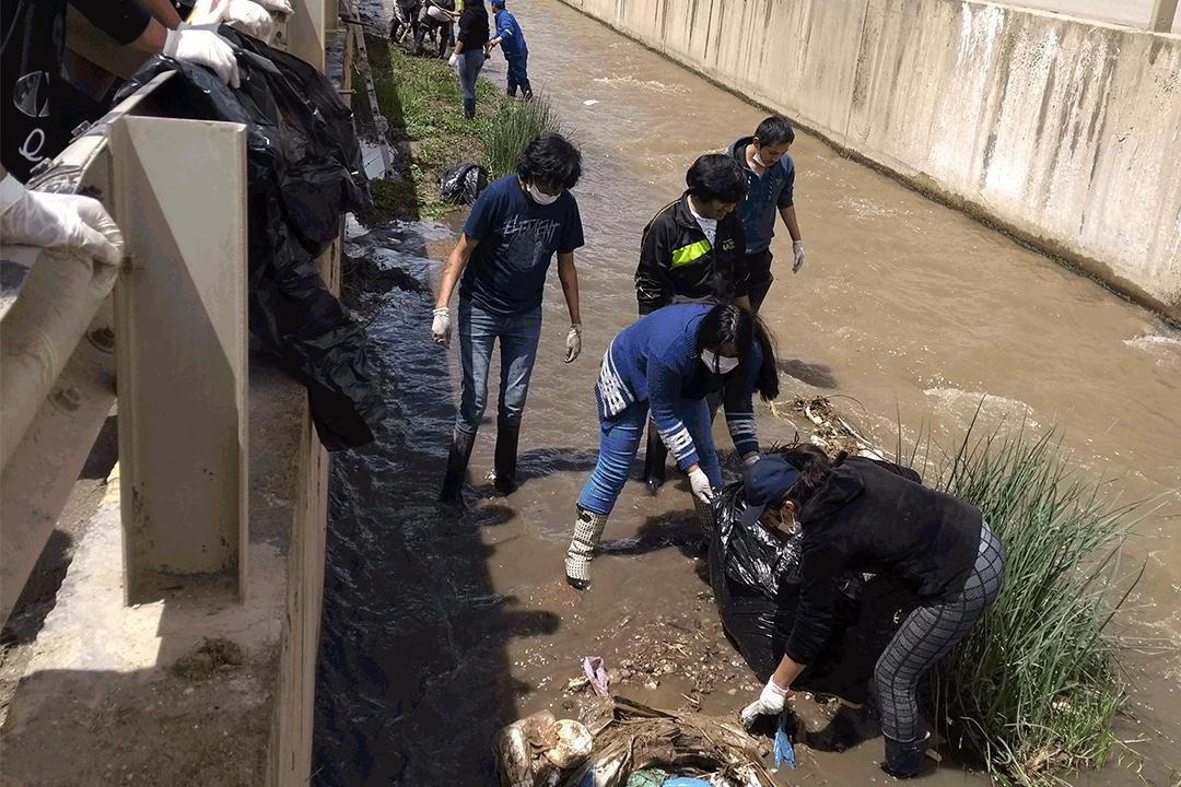 Estudiantes UCSS participaron en faena de limpieza del río Tarma