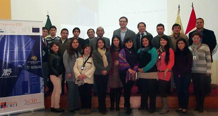 organizadores-con-los-asistentes-al-evento